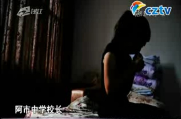 国外强奸女人视频_官员强奸女教师 警方称戴套不算强奸