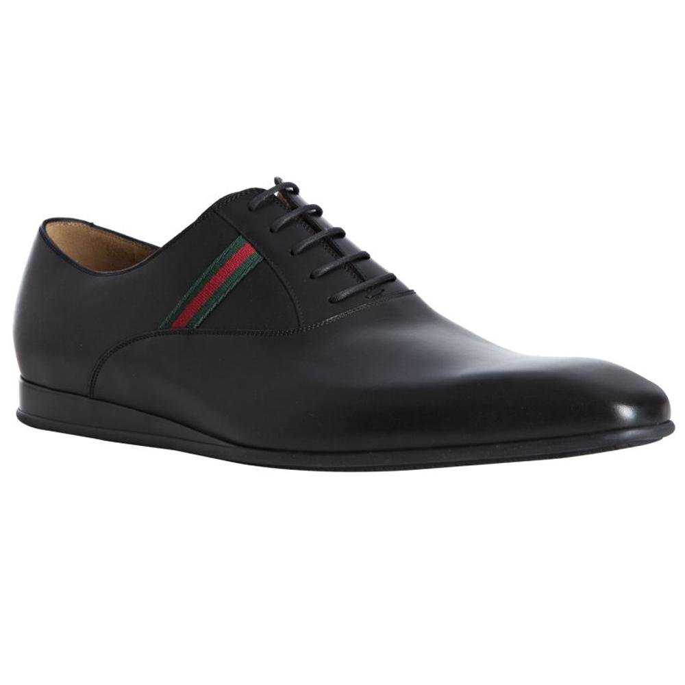 男人白袜子黑皮鞋