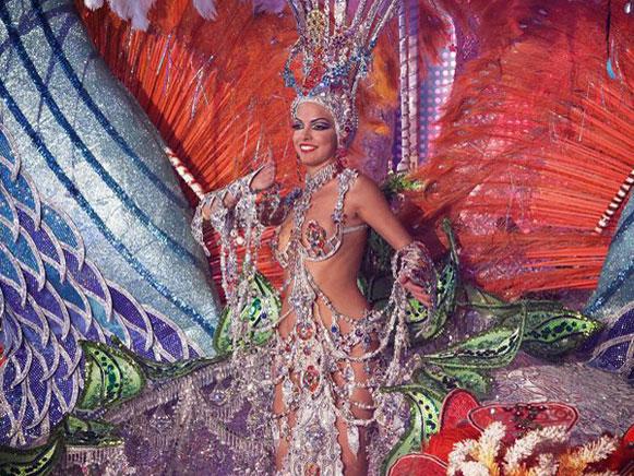 [图]西班牙狂欢节女王选拔赛 华丽盛宴迷人眼