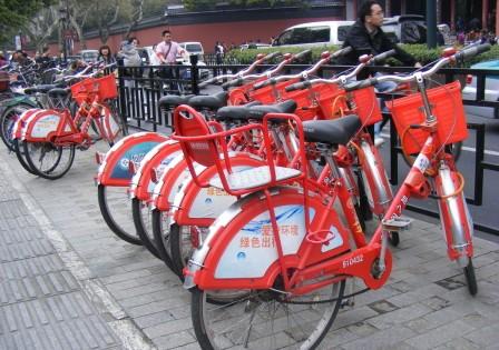 """武漢公共自行車停運:""""車小藍""""敗給共享單車"""