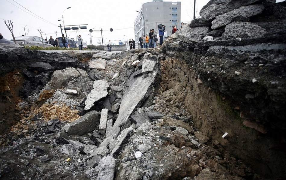 北京上海杭州等多地出现地面塌陷[组图]_国内