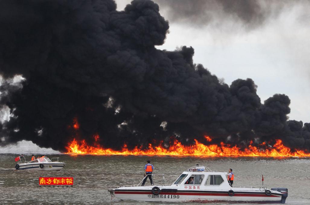 [图]广东珠海香洲港油船爆炸起火 3人获救1人轻伤