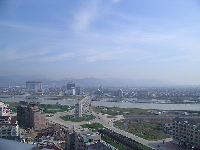 东阳地处浙江省中部,甬金高速
