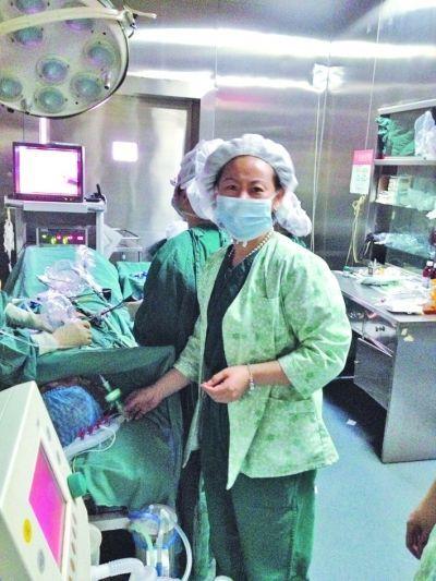 江苏女麻醉师用嘴吸出新生儿肺中胎粪 感动无