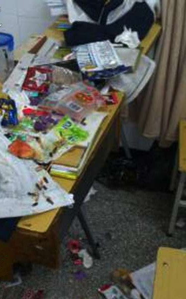 浙江仙居中学校长将垃圾桶倒女学生头上;