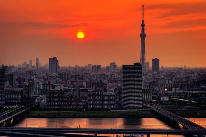 日本/日本摄影师Jason Arney近期在黄昏时刻为一座日本的乡下小山村...