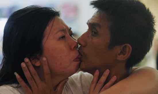 泰国情侣接吻58小时 刷新世界纪录