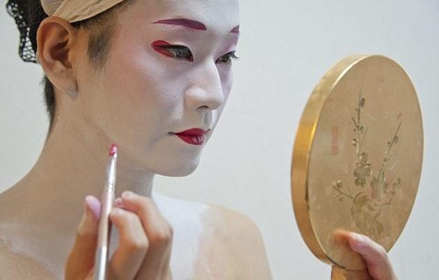揭开日本唯一男艺伎的神秘面纱