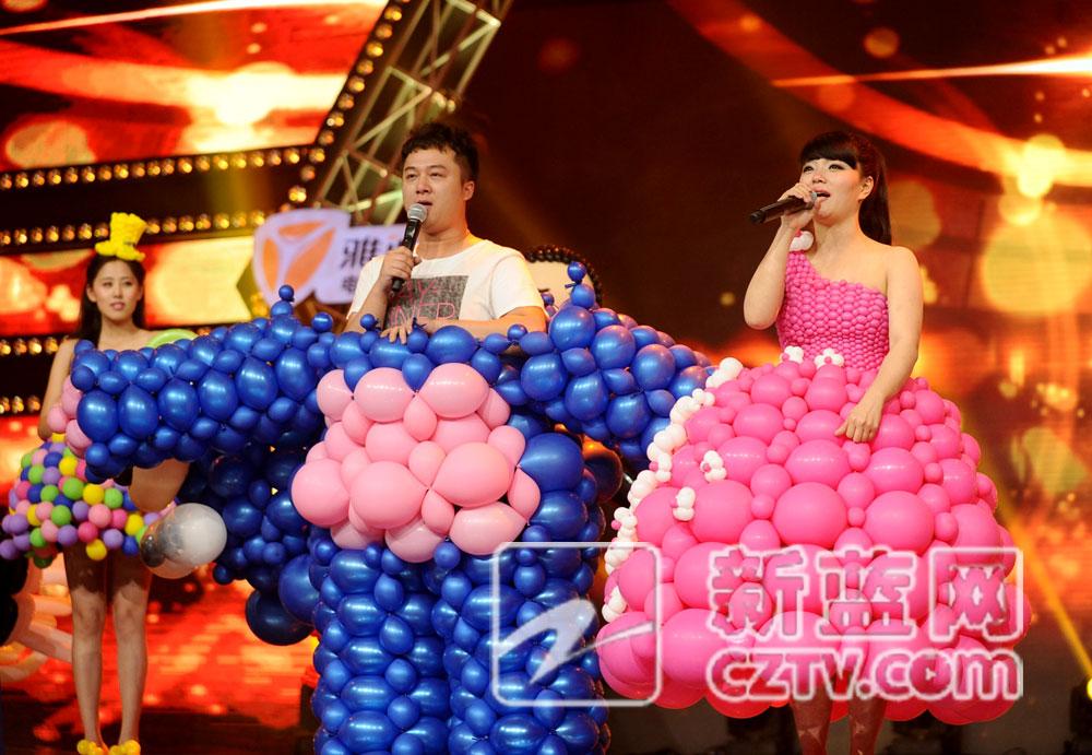 《中国梦想秀》气球造型师小燕孝心感动全场
