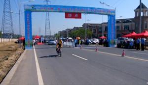 """安吉上演公路自行车""""速度与激情"""""""
