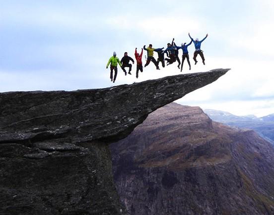 漫步云端挑戰極限 在懸崖峭壁間釋放壓力