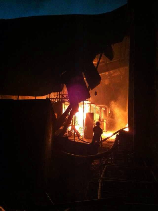 今天傍晚5点半左右,杭州萧山党山翔盛高强有限公司发生火警。记者了解到,萧山大队出动现役8辆车,专职队3辆车,市区出动复兴、景芳、特勤、近江共计5个中队16辆车,无人员被困。