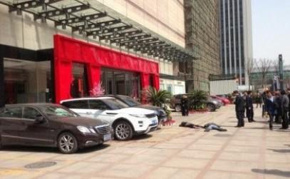 杭州大廈D座門口發生一起持刀行兇案件