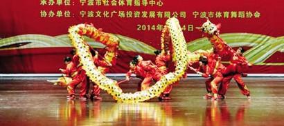 【群体】舞龙大赛舞热佳节氛围