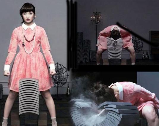 日本空手道美女走红 头碎15块瓦片
