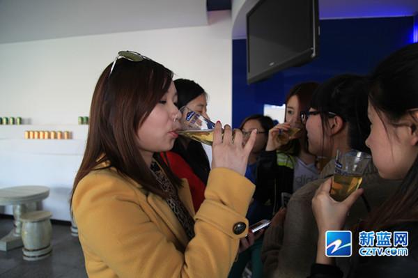近日,记者走进了千岛湖啤酒工厂,探秘啤酒生产过程,啤酒文化,千岛湖