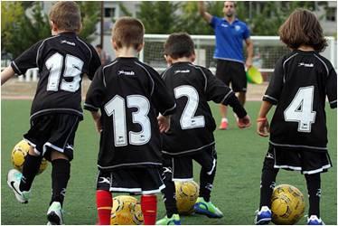【好动吧】西班牙亲子足球夏令营等你来报名!