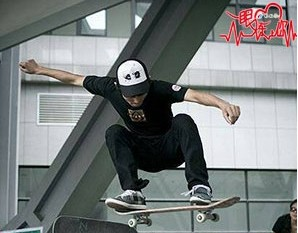 【一眼炼上你】你能把滑板玩得这么酷炫吗?