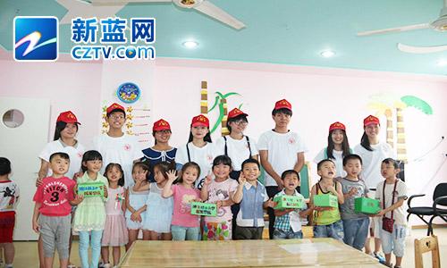 """正文  浙江理工大学的学生通过教会小朋友们手绘节水标语,""""五水共治"""""""