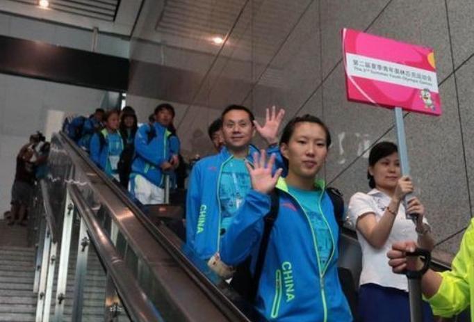 【青奥会】中国代表团抵南京