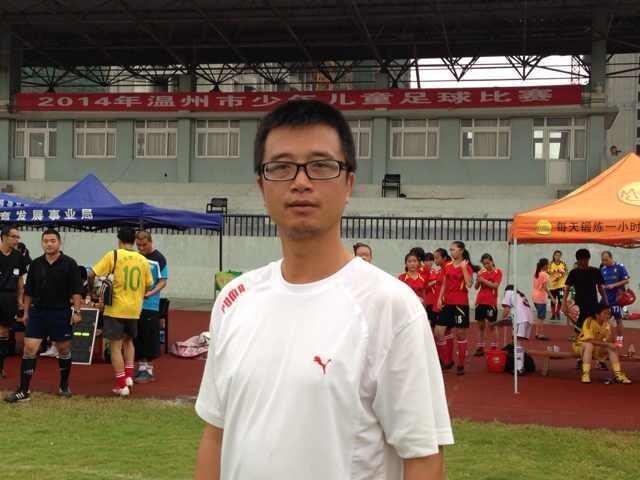 """一位""""孩子王""""的足球情——记温州市龙湾区足球教练高文"""