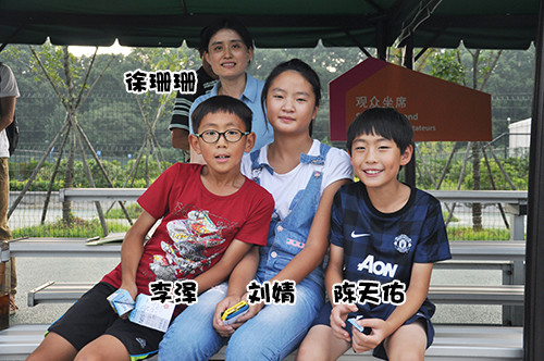 """【我在青奥】儿童冠军场边偷师一""""网""""情深"""