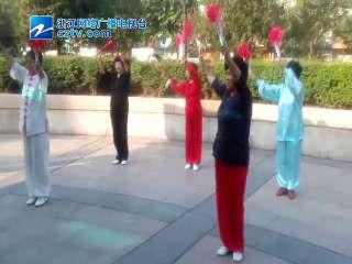 【瓯海区】新桥街道举办老年人木兰扇比赛