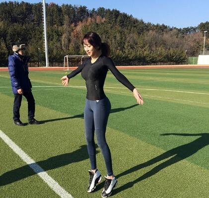 教练_【健身】韩国美女健身教练走红网络_新蓝网