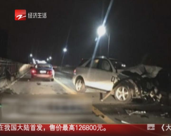奔驰车肇事  钱江大桥护栏被撞断