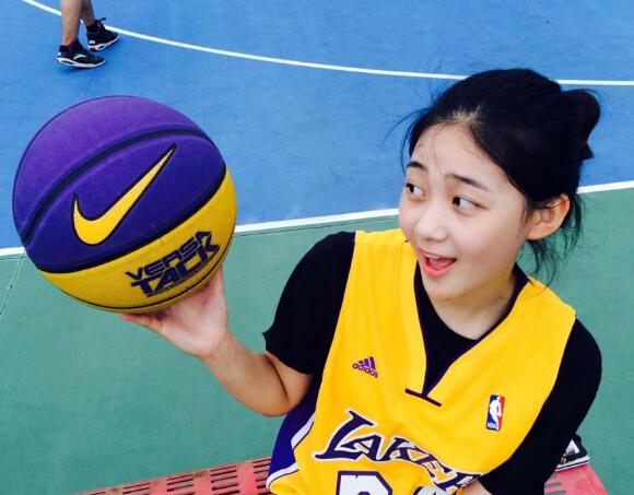 【篮球】清纯小美女喜欢打篮球