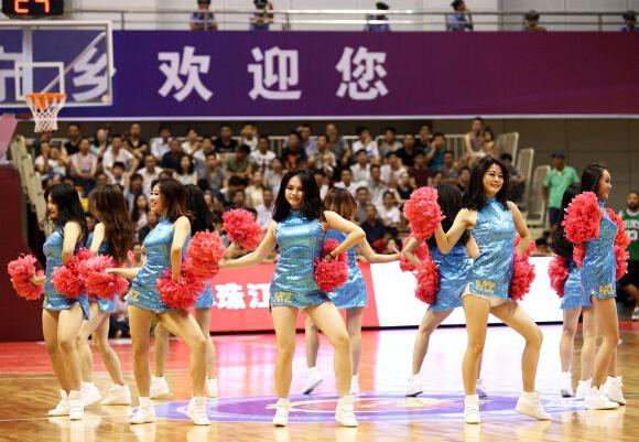 【篮球】性感篮球宝贝热舞助威中国男篮