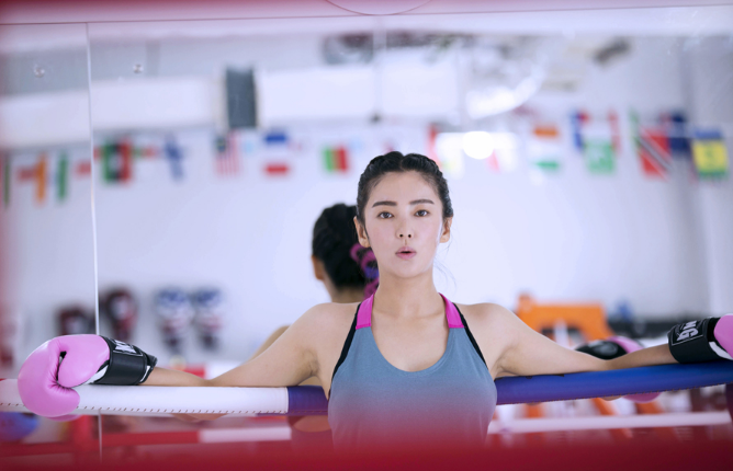 【拳击】张雨绮拳击写真诠释粉色暴力