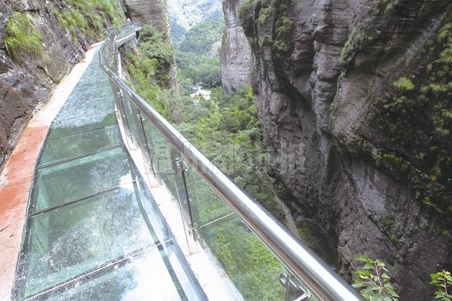 樂清:雁蕩山首條玻璃棧道建成