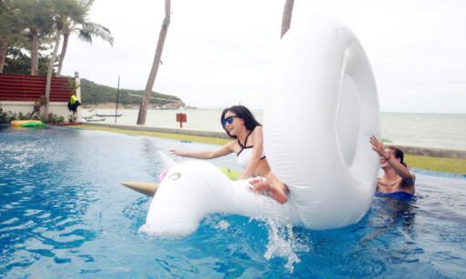 【跳水】跳水女神何姿度假晒比基尼美照