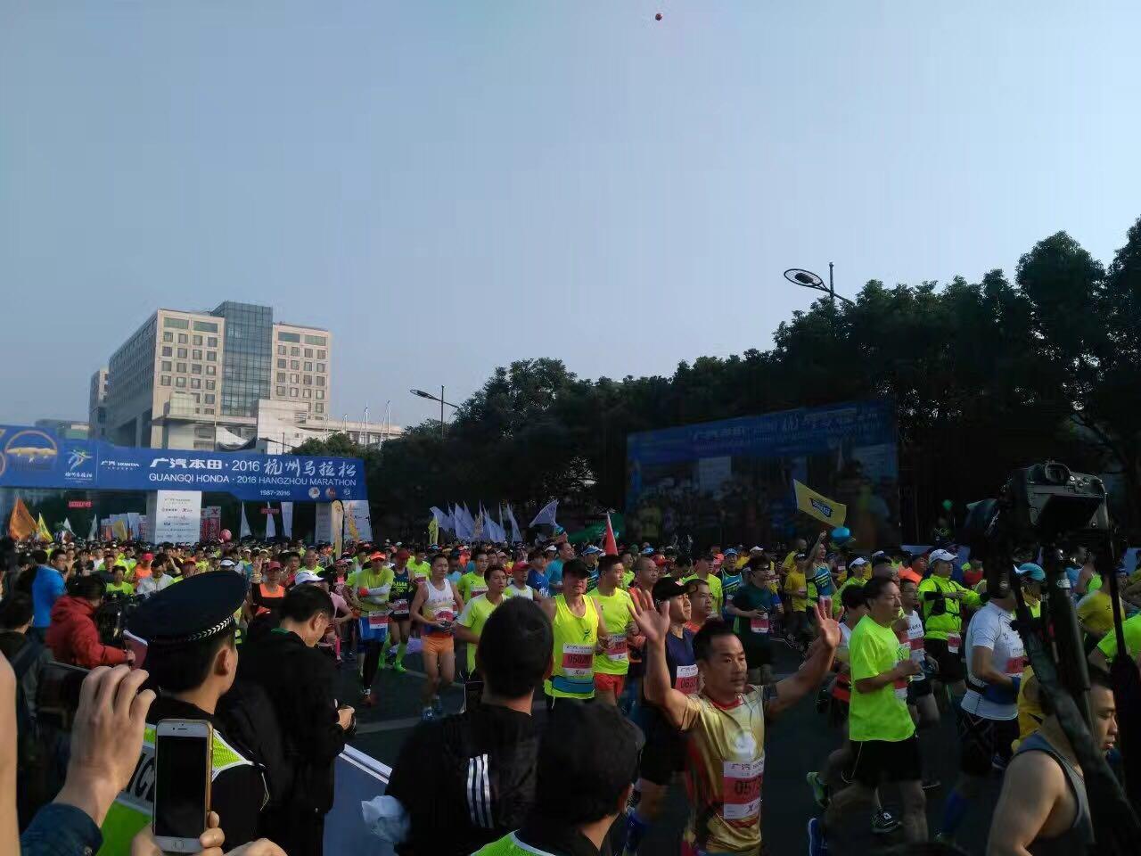 【马拉松】2016杭州国际马拉松鸣枪开跑