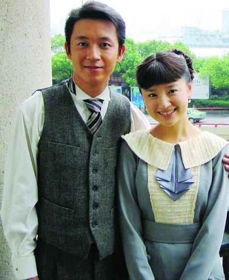2005年电视剧 《红衣坊》 (又名《红帮裁缝》),潘粤明董洁在剧中饰演一对情侣,并且安排了吻戏。据传,在拍戏过程中,潘粤明经常关心董洁,并且给她带油条吃,就这样,两人从而结缘。