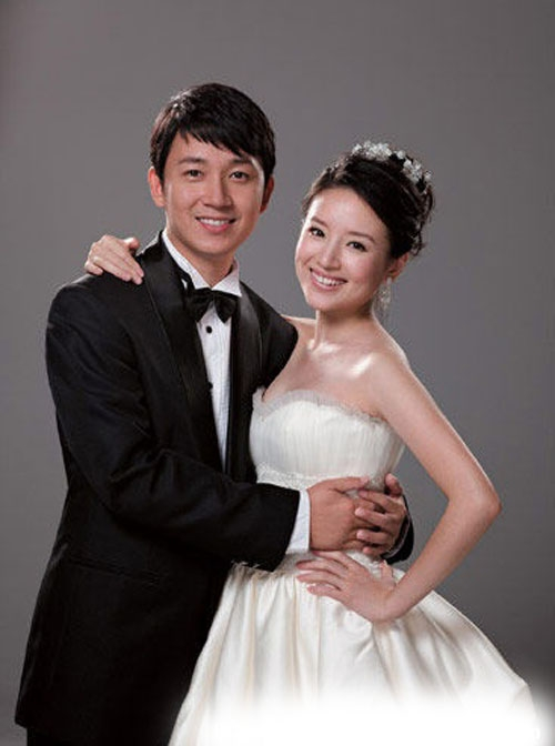 2008年09月25日,两人的婚纱照曝光,老板王家卫并亲自对两位新人表示祝福。据悉,两人虽然已经登记结婚,但是婚礼将在10月份举行。