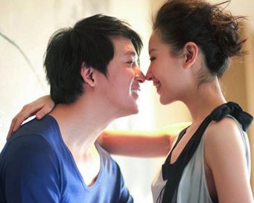 2008年8月,董洁的一位好友表示,董洁的婚期暂定在10月26日。