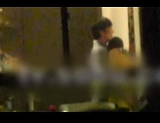网爆董洁王大治激情拥吻 并与男方父母见面吃饭
