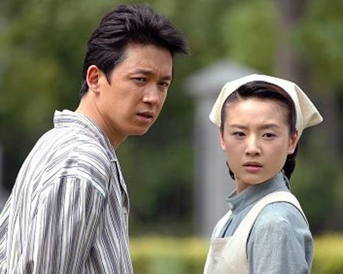 2008年7月,在日前的一次活动中,记者意外看到了潘粤明和董洁甜蜜的身影。后记者获悉他们已经相恋两年,现在已经同居一处。