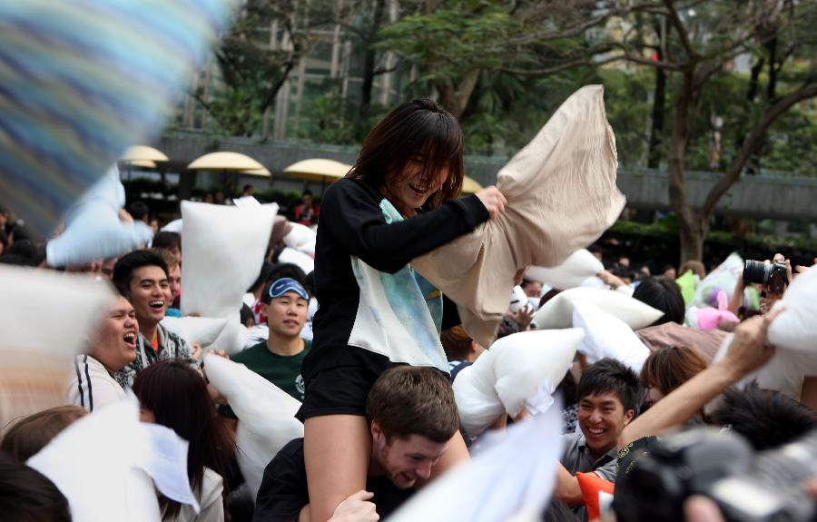 (晚报)(3)香港:枕头大战