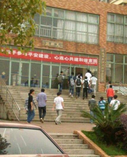 南昌航空大学腐尸案男死者穿高跟鞋丝光袜 疑为研二学生图片