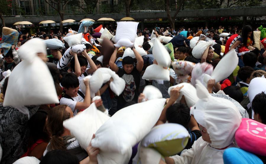 (晚报)(5)香港:枕头大战