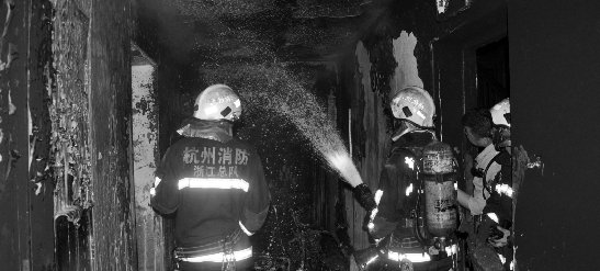 杭州望江家园西园一高层居民楼着火 40人被困