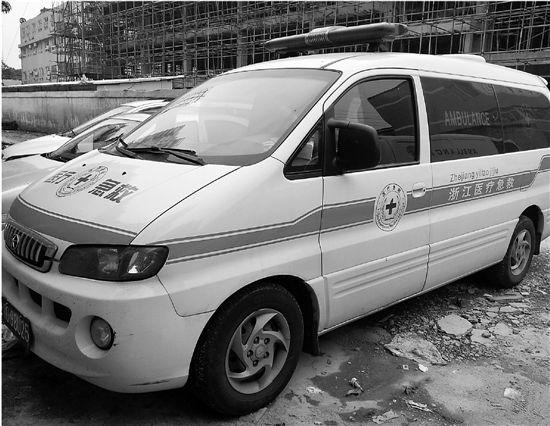 当晚来接黄先生的救护车,经核实没有急救资质。