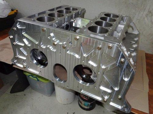全新打造的14升w16发动机缸体