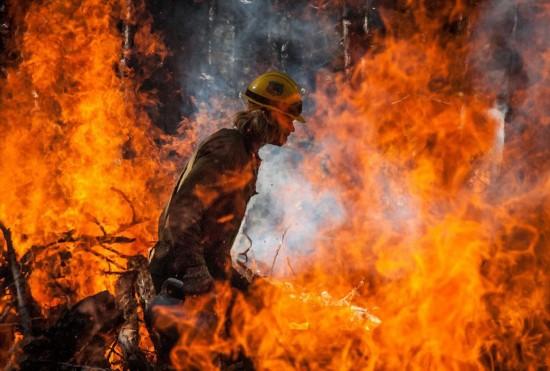 strong>美国森林火灾消防队员野外生活曝光(组图)图片