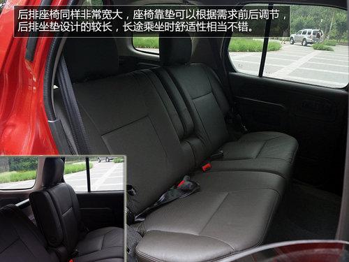 帕拉丁的座椅采用了黑色真皮包裹,看上去很显档次,座椅设计的非常宽大