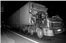 """遭遇高压线""""切割""""的大货车。(高速交警提供)"""