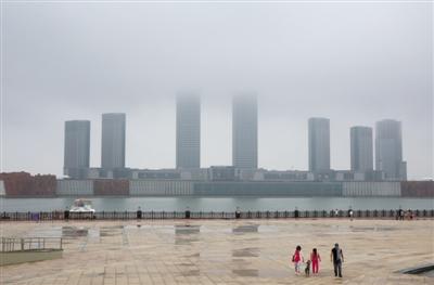 2013年7月13日,鄂尔多斯,康巴什新区。A20-A21版/摄影 新京报记者 王叔坤